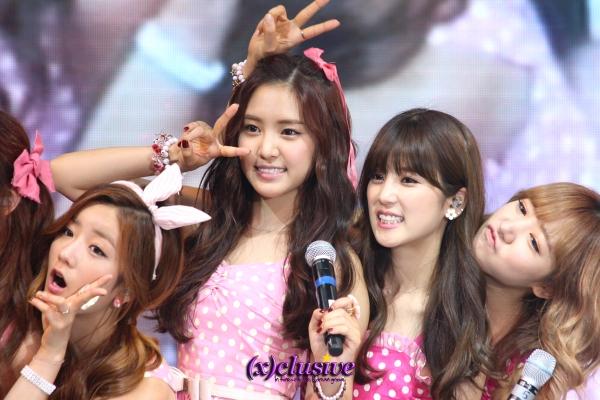 A-PINK's Bomi, Naeun, Chorong, Namjoo