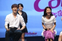 (x)clusive!: Emergency Couple Raise Heartbeats at Singapore Fanmeet